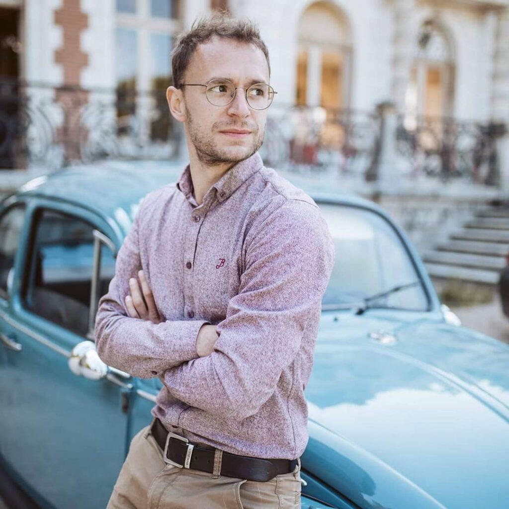 Théo, votre chauffeur et fondateur de Vintage Car Location
